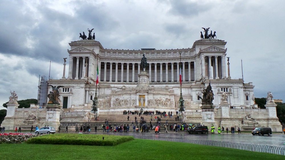 The Monumento Nazionale a Vittorio Emanuele II, nicknamed 'the wedding cake'